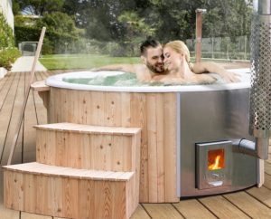 Hot Tub Holzklusiv Paar im Badefass
